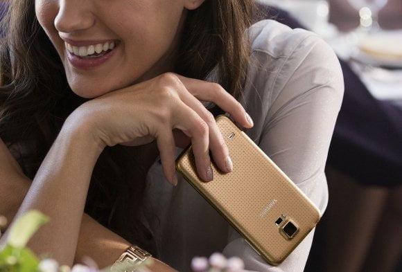 Samsung onthult GALAXY S5 en Gear Fit