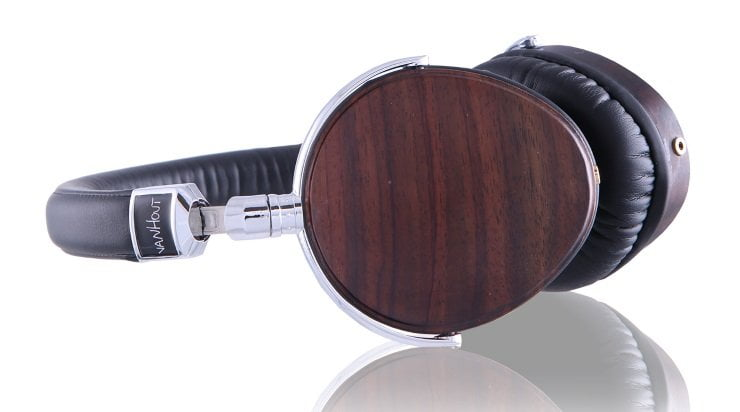Woodz headphones liggend