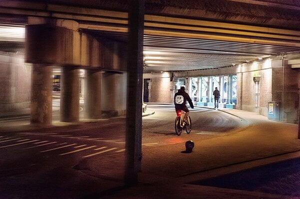 Futuristische Smart Jacket gaat fietsen veiliger én leuker maken