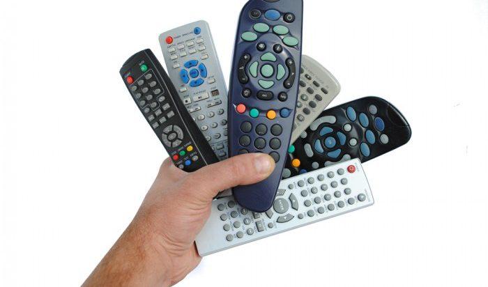 Nederlander snapt niet hoe afstandsbediening werkt :')